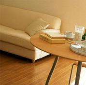 テーブルとソファの写真
